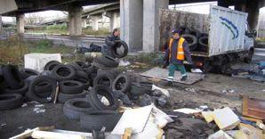 Smaltimento illegale. Nel 2012 sono state 14 le discariche illegali sequestrate in Campania, l'11,4% del totale nazionale, su un'area di 35.500 mq (nella foto, un deposito a Napoli)