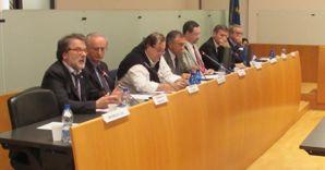 I sindaci che hanno firmato ieri sera a Gallarate (Varese) il documento a sostegno dell'aeroporto di Malpensa