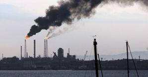 La raffineria Eni di Taranto (Ansa) (ANSA)