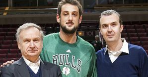 Gianni Petrucci, Marco Belinelli e Simone Pianigiani (Ansa)