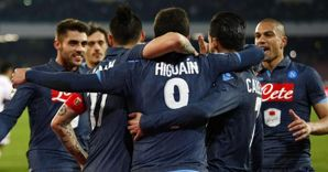 Nella foto Gonzalo Higua�n (di spalle al centro) festeggiato dai compagni dopo la doppietta messa a segno contro il Genoa (AP Photo) (AFP)