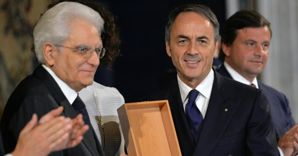 Il presidente della Repubblica Sergio Mattarella  consegna il premio Leonardo al presidente Technogym, Nerio Alessandri ((Ansa) (ANSA)