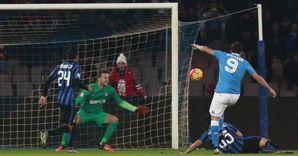 Il primo gol di Higuain all'inizio del match Napoli-Inter (Afp) (AFP)