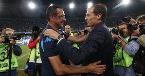 I tecnici di Napoli e Juventus, Sarri e Allegri, si salutano prima della sfida di andata al San Paolo di Napoli (Ansa)