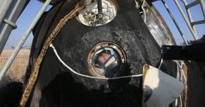 Cosmonauta russo Oleg Artemyev nella capsula spaziale Soyuz TMA (Afp) (AFP)