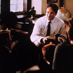 Robin Williams nel ruolo del professor Keating (Ipp)