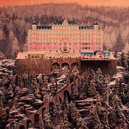 Una scena del film «Grand Budapest Hotel»