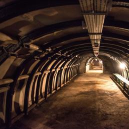 Un passaggio sotterraneo costruito dai nazisti a Gluszyca-Osowka, in Polonia (Epa) (EPA)