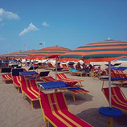 Ddl Stabilità, la vendita delle spiagge divide il Pd che in serata ritira l'emendamento allineato al Pdl (Corbis)
