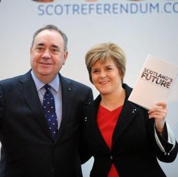 Alex Salmond insieme a Nicola Sturgeon (Epa)