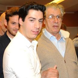 Nella foto Umberto Bossi (a destra) con il figlio Renzo (Ansa)