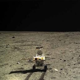 Il rover cinese Yutu, Coniglio di Giada, appena arrivato sul suolo lunare lo scorso dicembre