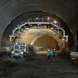 Lo staff italiano ha lavorato giorno e notte per completare nei tempi stabiliti le due gallerie-mostre della tangenziale di Sochi
