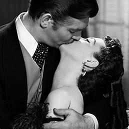Via col vento (1939). Il bacio tra Vivien Leigh e Clarke Gable