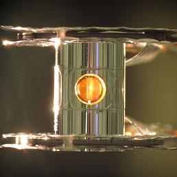 Il bersaglio dell'esperimento di fusione nucleare grande come un chicco di mais