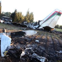 Libia aereo ambulanza precipita in tunisia 11 morti il for Cane nella cabina dell aereo