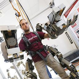 Un Body Extender robot dell'Università Sant'Anna di Pisa (Afp)