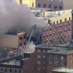 I Vigili del Fuoco al lavoro sul luogo dell'esplosione (Ap)