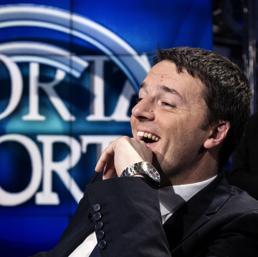 """Nella foto il premier Matteo Renzi ospite della trasmissione di Rai 1 """"Porta a Porta"""" condotta da Bruno Vespa (Ansa)"""