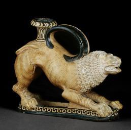 Rhyton a forma di leone incombattimento - Etruria, 340-300 a.C. - Terracotta, altezza 15 cm, lunghezza 18 cm - Londra, The British Museum