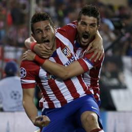 """L'esultanza di Jorge """"Koke"""" Resurreccion Merodio (a sinistra), autore del gol partita contro il Barcellona, e David Villa (Reuters)"""