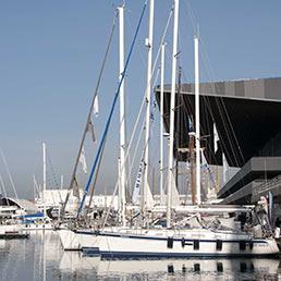 Barche a vela ormeggiate alla Fiera di Genova