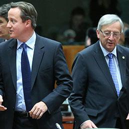 Il premier britannico David Cameron e Jean-Claude Juncker (Epa)