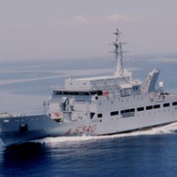 La nave spia Elettra della marina Militare Italiana