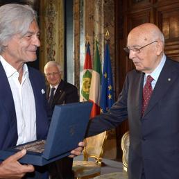 Maurizio Mochetti con il presidente della Repubblica Napolitano (Ansa)