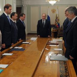 Vladimir Putin osserva un minuto di silenzio in memoria delle vittime dell'aereo malese (Epa)