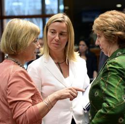 Catherine Ashton, Federica Mogherini e Vesna Pusic all'incontro tra i ministri degli esteri Ue a Bruxelles