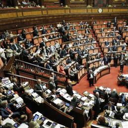 Dl competitivit il governo incassa la fiducia al senato for Numero legale parlamento