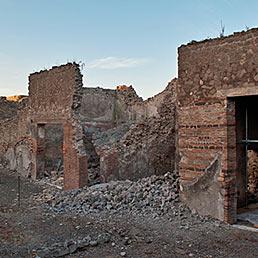 Il solaio dell'oecus crollato nella casa di Ganimede