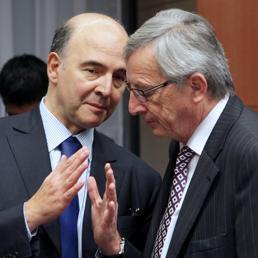 A sinistra Pierre Moscovici (Epa)