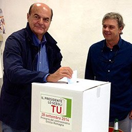 Primarie PD, Bersani vota a Piacenza (Ansa)