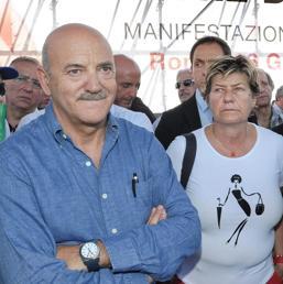 Nella foto il segretario della Uil, Luigi Angeletti, e il segretario della Cgil, Susanna Camusso (Sintesi Visiva)