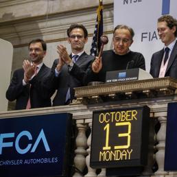 Il ceo di Fca, Sergio Marchionne, durante l'esordio a Wall Street del titolo della casa automobilistica lunedì 13 ottobre (Reuters)