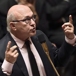 Il ministro delle Finanze francese, Michel Sapin (Afp)