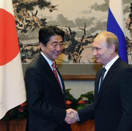 Shinzo Abe e Vladimir Putin (Epa)