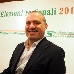 Stefano Bonaccini, nuovo governatore dell'Emilia-Romagna, stanotte presso la sede della Regione. Bologna, 24 novembre 2014. ANSA (ANSA)