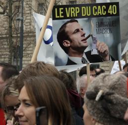 Proteste a Parigi contro la nuova legge Macron (Ap)