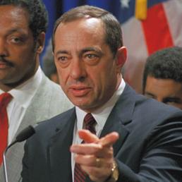 Mario Cuomo durante un discorso tenuto a New York il 13 aprile 1988 (AP Photo)