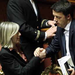 Stefania Giannini e Matteo Renzi (Ansa) (ANSA)