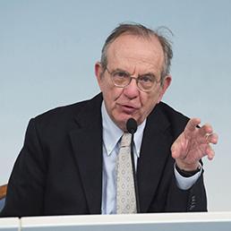 Il ministro dell'Economia e delle Finanze, Pier Carlo Padoan (Ansa)