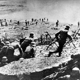 Assalto delle truppe austriache al fronte dell'Isonzo (parte orientale del fronte italiano-austriaca) nel 1915 (Afp) (DPA/AFP)