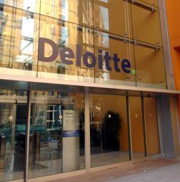 Deloitte Sulle Tracce Di Mille Giovani Deloitte Touche Audit Assistenti Il Sole 24 Ore