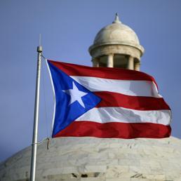 La bandiera di Porto Rico davanti alla sede del Parlamento (Ap) (AP)