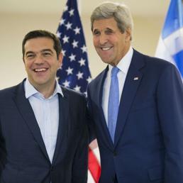 Alexis Tsipras con John Kerry (Afp) (AFP)