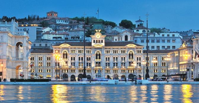 Trieste Natale Immagini.Week End Tra Amici A Trieste Dove Il Natale E Piu Luminoso