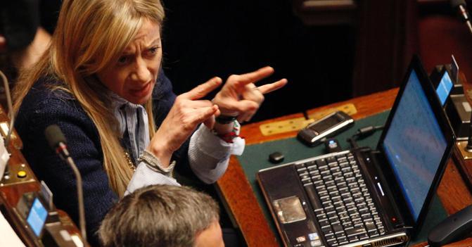 I peggiori gestacci dei politici le doppie corna della for Numero parlamentari italiani